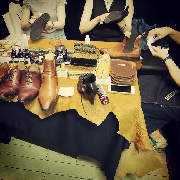 今日は、靴みがき女子部のイベント日でした。皆さんとワイワイ楽しくシューケアの時間…♪