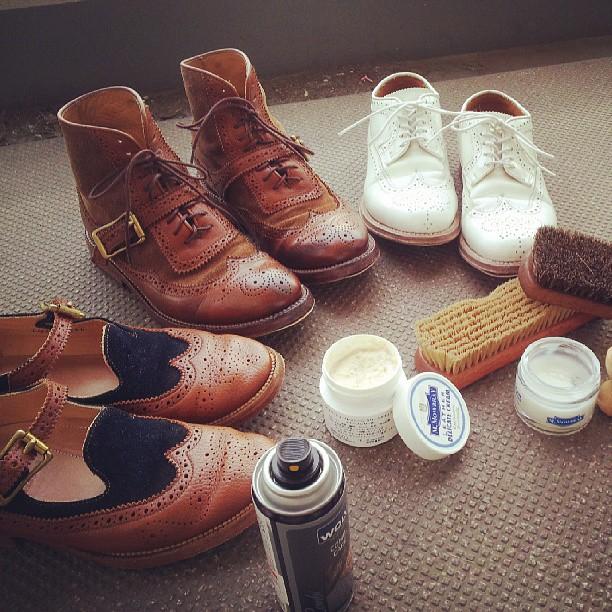 ベランダで靴のお手入れ♪サクサクとはかどりました!なかなか優雅な時間でした。