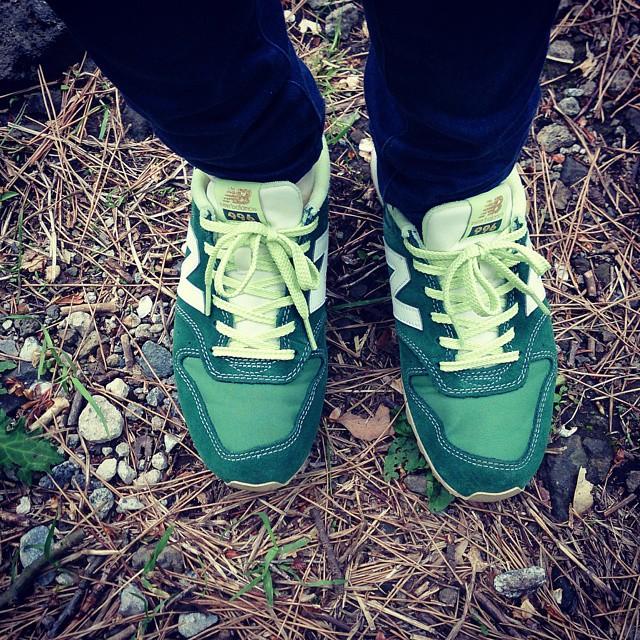 天気のいい日は、ニューバランスのスニーカーを履いてウォーキング#本日の足元チラッ #靴磨き女子部  #ハスキー犬 #ニューバランス
