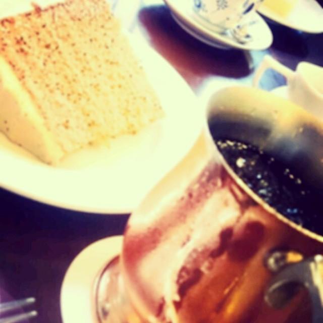 はじめまして、大阪工房の大吟嬢です。どうぞよろしくお願いします(*^^*)靴の写真を、と思ったのですが今日食べたケーキが美味しかったのでそれで笑