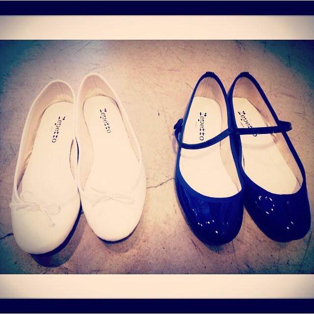 数年前から愛用してる私のreppet。ぺたんこだから履きやすいとばかり思ってたあの頃ですが、私の場合は革底の返りがなじむまで時間がかかりましたが、今すごく自分の足になじんでます︎次は赤を狙ってます︎♡#靴磨き女子部#レペット#reppet#maryjanelio#cendrillon#靴磨き女子部バクバクコアラ