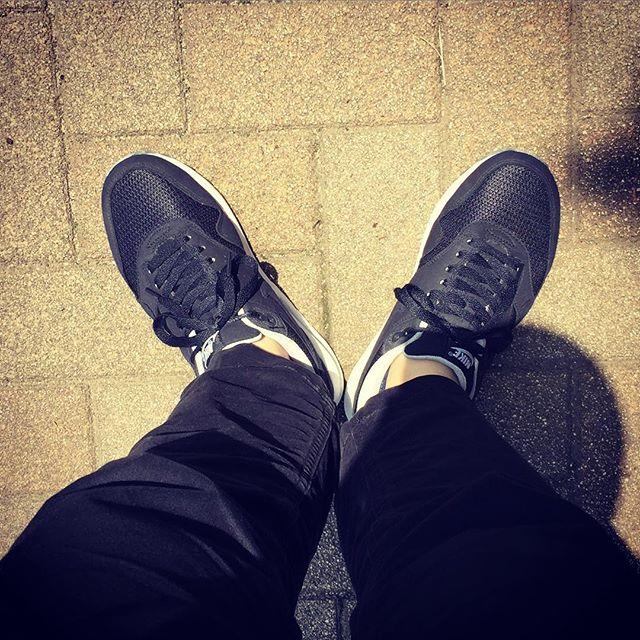 元々スニーカー畑出身の軍曹。スニーカー好きに始まり革靴の世界に足を踏み入れました#shoes #Nike #Airmax #スニーカー #足元倶楽部 #靴磨き女子部 #エスプリ軍曹 #今でもスニーカー好き #nike推し #最近はモノトーン派 #コモンプロジェクツが欲しい #大人のスニーカー