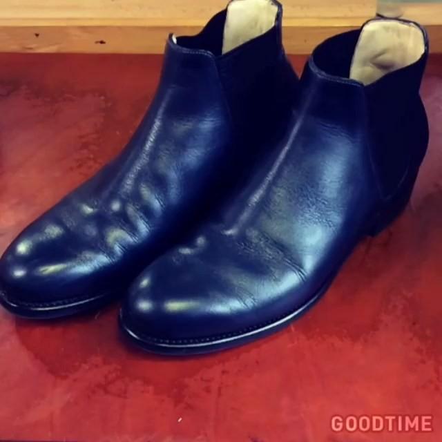 バクバクコアラです。おろしたてのMYシューズに、早速擦りキズが…なので今日はちょっとしたお手入れのポイントを️♡つま先にキズが出来てしまったときには、同色の靴クリームをブラシで塗って磨くとあっという間に目立たなりますよ!#靴磨き女子部#スムースレザーの靴のキズ#シューケア#shoecare