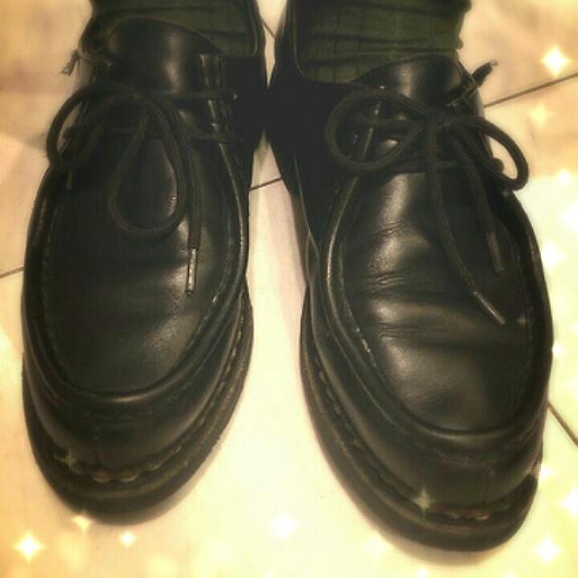 大阪のルクアイーレ紳士靴売場は、日曜日はグリーンソックスデー発起人のブロックリーダーの足元はグリーンソックス×ミカエル