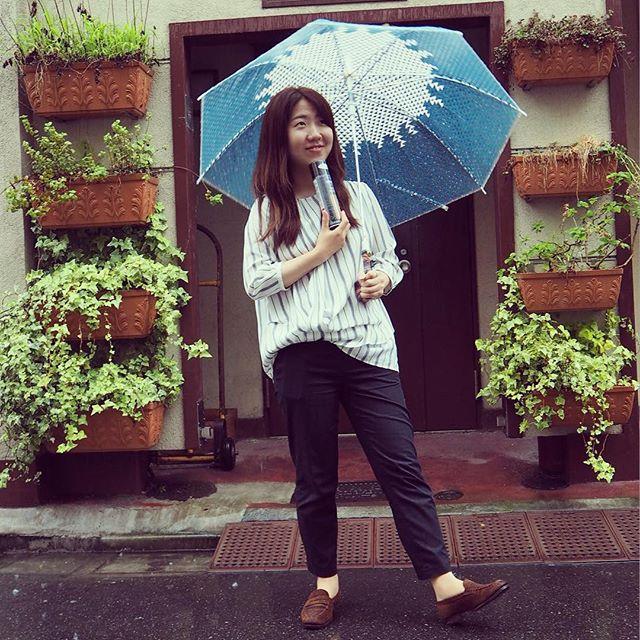 バクバクコアラは昨日に引き続き「雨の日はスエード派」貫き☆手に持ってるのはそう、WOLY スエードカラーフレッシュ♫ #靴磨き女子部 #バクバクコアラ #MEERMIN