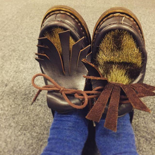 雨はもっぱらパラブーツ派2号。と言うか、だいたいこの子、みかちゃんです。#paraboot #michael #PHOQUE #パラブーツ #ミカエル #靴磨き女子部 #しじみ #シューキルト #丸かぶり