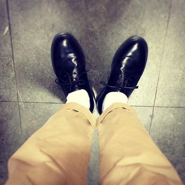 軍曹はたまに炭鉱夫風になるDr.Martens【ドクターマーチン】Made in England#drmartens #kicks #shoes #polish #england #socks #white #ドクターマーチン #マーチン #エスプリ軍曹登場 #靴磨き女子部 #shoecaregirls #炭鉱夫風 #チノパン #UNIQLO #靴下がルーズソックス風 #イエローステッチなしがポイント #シャノンじゃないよ #airwear