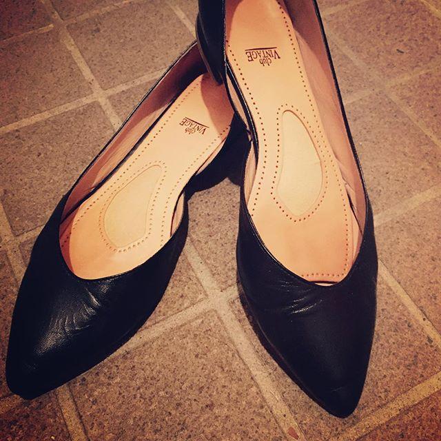 そろそろ足元も秋支度!#サイドオープンパンプス と#編み上げフラット を狙っているピンクレンジャーです。早くブーツを履きたいな♪#靴磨き女子部#サイドオープンパンプス#FABIO RUSCONI#ブラックと見せかけてネイビー#靴磨き女子部ピンクレンジャー
