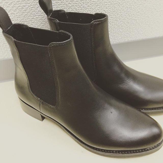 秋にむけてサイドゴアブーツです♡暑い日にめっぽう弱い私は、早く秋の涼しさがきてほしいと願うばかり、、(´-`).。oO(笑#anotheredition #サイドゴアブーツ#靴磨き女子部#グリーンメン#華金