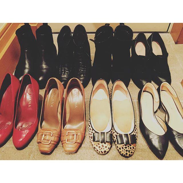 今日で8月最終日。靴もそろそろ衣替え〜♪インナーケアもお忘れなく!! #靴磨き女子部#DIANA#サイドゴアブーツ#レースアップ#サイドオープンパンプス#靴磨き女子部ピンクレンジャー#エナメルパンプス