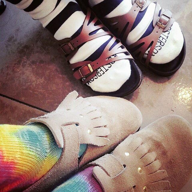 軍曹はソックス着用派#birkenstock #ビルケンシュトック #サンダル #summer #エスプリ軍曹登場 #shoecaregirls #shoes #fashion #Germany #rasocks #socks #タイダイ #ボーダー #靴磨き女子部