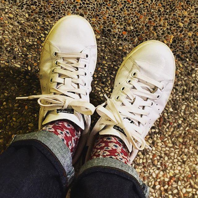最近購入したスタンスミスのブラック。レザー素材なので履いていくうちにどんどん馴染んできます♪#靴磨き女子部#グリーンメン#adidas#スタンスミス