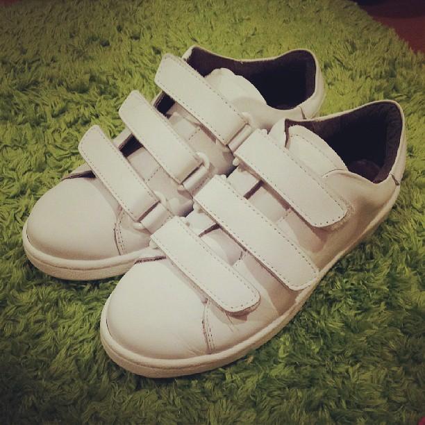 靴ひもいらず・ほどけ知らずのスニーカー。#靴磨き女子部こびとです#朝の靴ひも結ぶ時間を短縮♪笑#白いスニーカー
