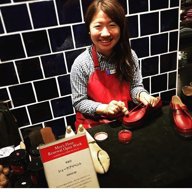 靴磨き女子部より今日と明日は5階にてシューケアイベント開催中ですよ。只今仲良くさせていただいてる@hanimaruhani さんのパラブーツを磨いてます♪明日は12時〜です。お待ちしてます︎#松屋銀座5階#松屋紳士フロアリニューアル#靴磨き女子部#靴磨きイベント#パラブーツ