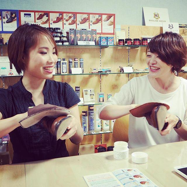 先日、メイクアップアーティストのSAYURI HYODOさんと、シューケアを体験していただきながら、シューケアとメイクについてインタビューさせていただきました!近日中に靴磨き女子部HPでUP予定☆お楽しみに