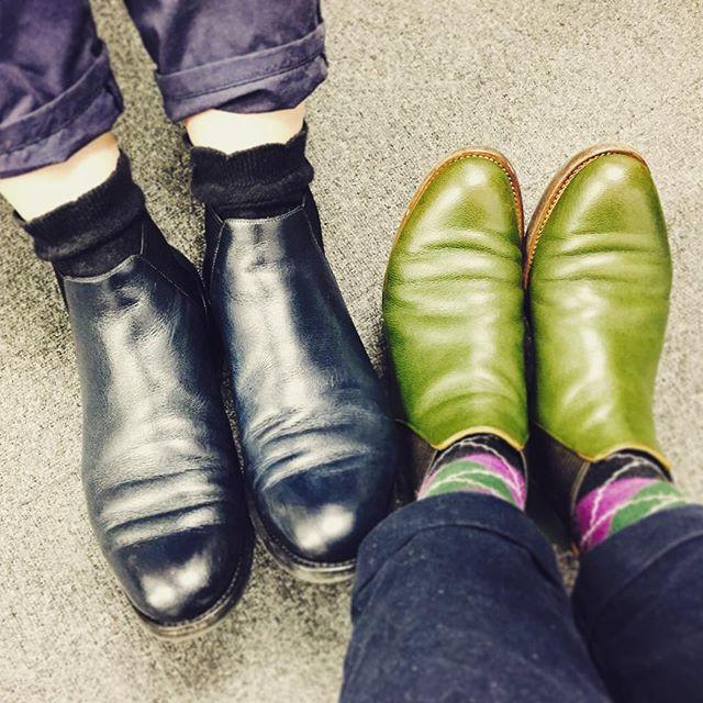 オソロイのサイドゴアブーツも、色と革が違うとこんなに印象が変わります♡#HIROSHIARAI #サイドゴアブーツ #チェルシー #ブーツ #靴磨き女子部 #しじみ #バクバクコアラ #ネイビー #グリーン #かぼちゃ靴