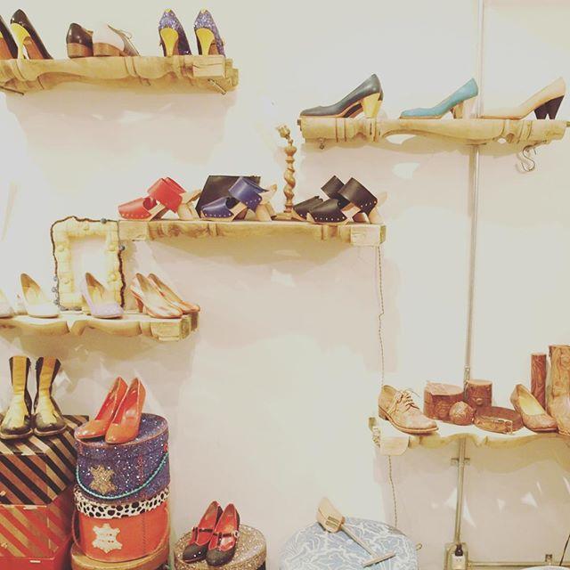 バクバクコアラです。#VEROTWIQO のシューズデザイナー野村さんのアトリエに遊びにきてます!VEROTWIQOのシューズを履いた足元をみるとといつも心躍ります ︎︎::靴は、動くアートピース人の魅力を研ぎ人生を運ぶ道具である靴として美しいか、存在としてクレイジーかそのふたつの軸を揺るぎないものとしている-- ::VEROTWIQO ブランドコンセプトより:@permanent_modern_aoyama でもシューズの展開があるそうなので気になる方はぜひお店も見てくださいね ︎#VEROTWIQO