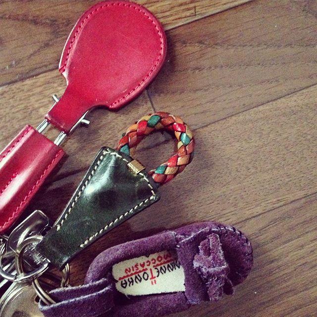 おはようございます︎わたしの鍵についているお気に入りたちです。こんなふうに、シューホーンはキーホルダー感覚で使ってもかわいいですよ︎#靴磨き女子部 #靴磨き女子部せんちゃん #エイジング #レザー