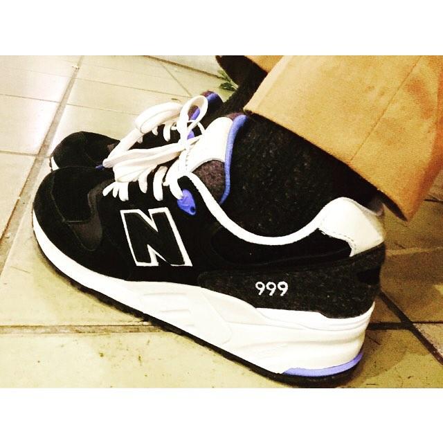 秋らしく、スニーカーでもスエード素材を取り入れたものを履いてみました(´-`).。oO(購入してすぐのwelcomeケアてしてwolyの防水スプレーを吹きかけると汚れ防止にもなってオススメです♡#靴磨き女子部グリーンメン#あしもと倶楽部 #woly#3×3プロテクター#newbalance #ml999