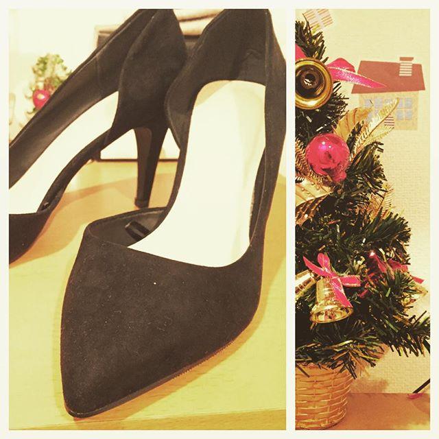 安くて可愛いパンプスは魅力♡合わせやすい黒パンプスは私の必需品(*'v'*)ようこそ我が家へ!! #靴磨き女子部ピンクレンジャー#クリスマスツリー#パンプス#サイドオープンパンプス#靴磨き女子部#foever21