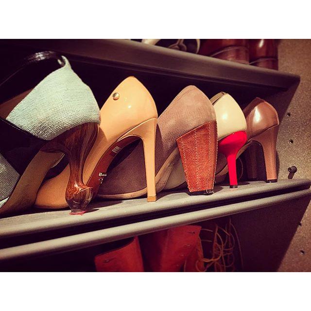 ヒールの高い靴は、背が高くなれて、脚が長く見えて、姿勢がピンとする、女子の味方です☆#パンプス #ブーツ #ヒール #ちゃけちょけ #CARRCNO #エナメル #パテント #ポインテッドトゥ #unitedbamboo #チャンキーヒール #ねこあし #オープントゥ #reppet #レペット #ブーティ #靴磨き女子部 #しじみ