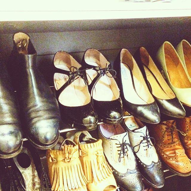 「手元にあるのはお手入ができる足数で十分。手入れができないほどの足数は必要ない。」っていう先輩の言葉がずっーと胸に残ってます。今週末はゆっくり、靴を磨こうっと。今ある靴を大事に履こう#靴が磨き女子部#バクバクコアラ