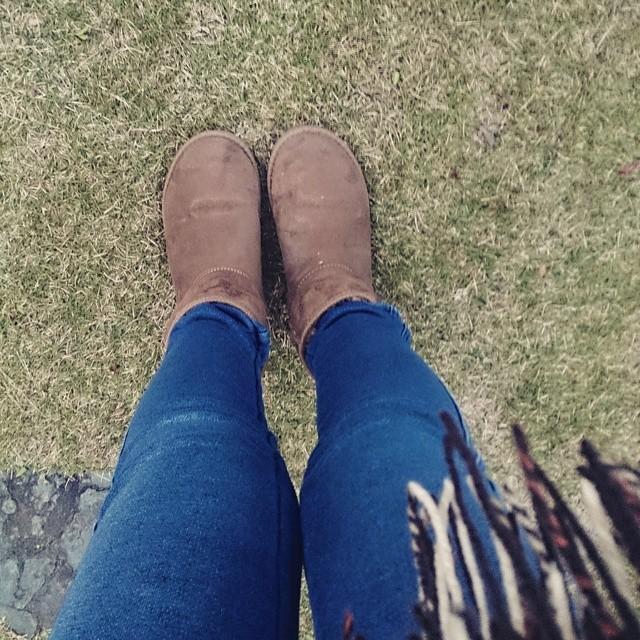 寒さが本格的になってきたので、ムートンブーツ+マフラーの出番です(^^) #ハスキー犬 #靴磨き女子部 #ムートン #ムートンブーツ #足元倶楽部 #足元くら部 #デニム #shoecare