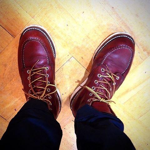 こんにちは!エスプリ軍曹です︎ ワークブーツを履いて年末大掃除をしたい気分です♪#redwing #workboots #ilishsetter #usa #足元倶楽部 #足元くら部 #kicks #レッドウィング #アイリッシュセッター #エスプリ軍曹登場 #靴磨き女子部 #shoecare #shoeshine #tokyo #japan #randd #mowbray #englishguild #shoecream #ちょっと甲が高めでキリッと閉まらない