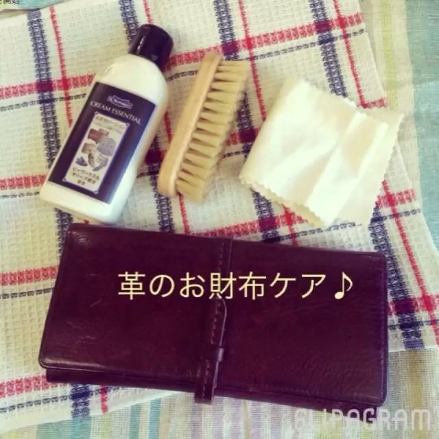 去年から使ってるgentenのお財布。いい風合いになってきました。カバンの中であちこち当たってキヅがついてましたので、簡単ケアを︎︎︎革のいいところは、お手入れすると目立たなくなるんですよ♪#靴磨き女子部#バクバクコアラ#革財布#Mモゥブレイ#クリームクリームエッセンシャル