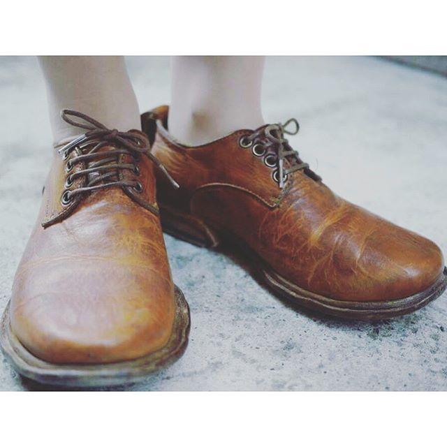 kokochi_sun3(ここちさんさんさん)という神戸須磨のブランドの革靴で2年位履いてます!革靴にのめり込むきっかけになった靴です♪HP:@shoecaregirls#靴磨き女子部#shoecaregirls#劇団ぴよこ#足モト倶楽部 #革靴#kokochi_sun3