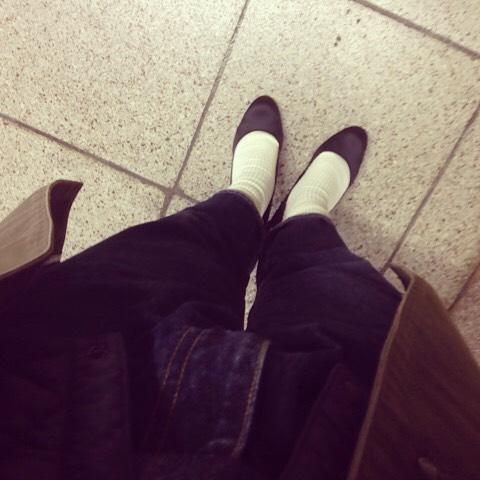 普段は楽ちんな靴ばかりなのですが…今日はめずらしくパンプスを履いてみました︎︎︎ HP:@shoecaregirls#靴磨き女子部 #靴磨き女子部せんちゃん #beams #eel #砂浜デニム