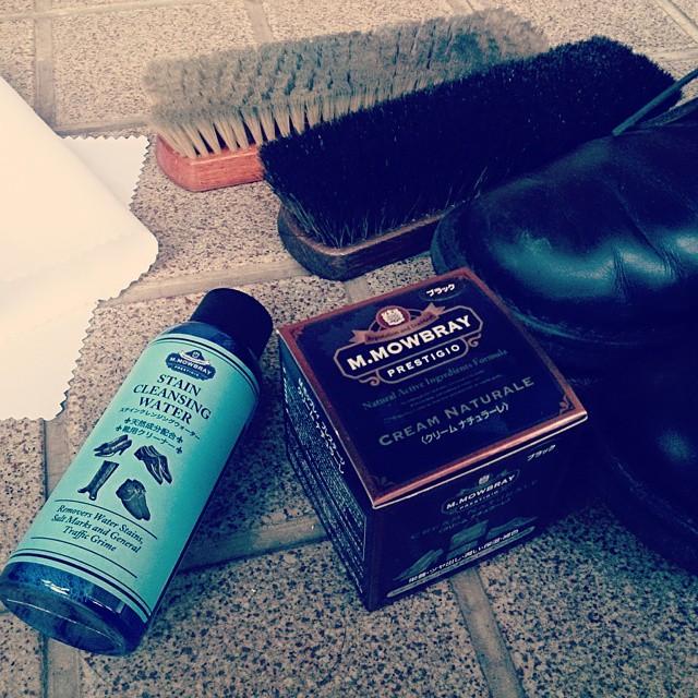 今年も大事に靴を磨き、ピカピカな靴で出かけます #ハスキー犬 #靴磨き女子部 #mowbray #クリームナチュラーレ #ステインクレンジングウォーター #足元倶楽部 #足元くら部 #休日 #靴磨き