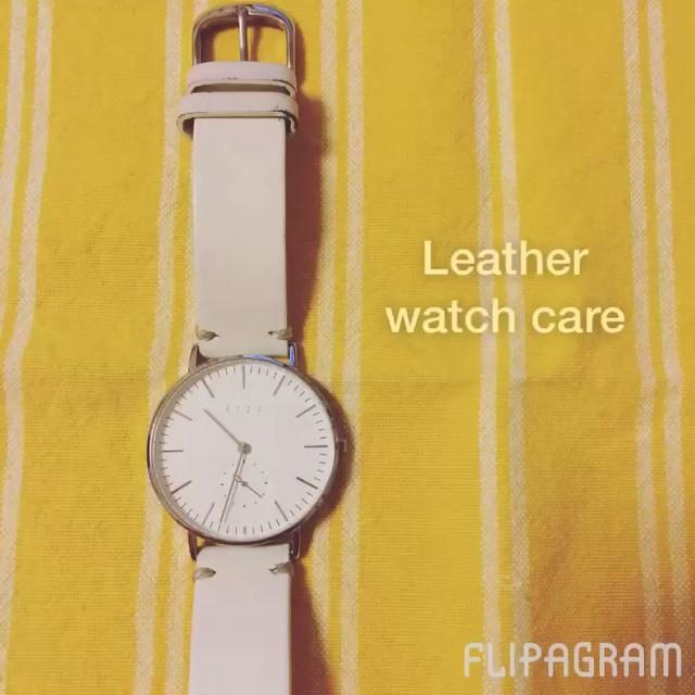 お気に入りの白革バングルの腕時計。せっかくの白だから、綺麗を保ちたい!:部分的に革が色抜けてみえてきたので、お手入れしました︎:靴以外の革製品に色を塗る必要がある時は、色移りしないクリームを選ぶのがポイントです。靴クリームは靴だけに使ってくださいね♪HP: @shoecaregirls#時計#革バングル#補色#お手入れ#使用アイテム#Mモゥブレィレザーコンシーラー#Mモゥブレィクリームクリームエッセンシャル#靴磨き女子部#バクバクコアラ