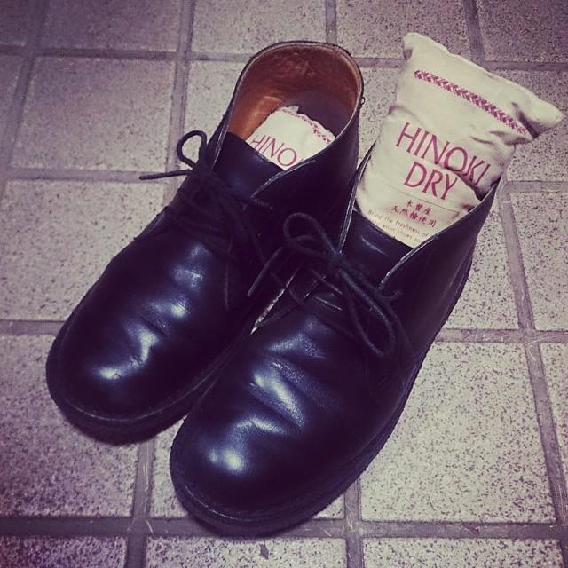 靴の中ってムレるんですよね 帰ってきたらヒノキドライを入れて除湿!が習慣です(^^) @shoecaregirls #ハスキー犬 #靴磨き女子部 #リーガル #regal #シューケアマイスターのお気に入り #ヒノキドライ #除湿 #シューケア