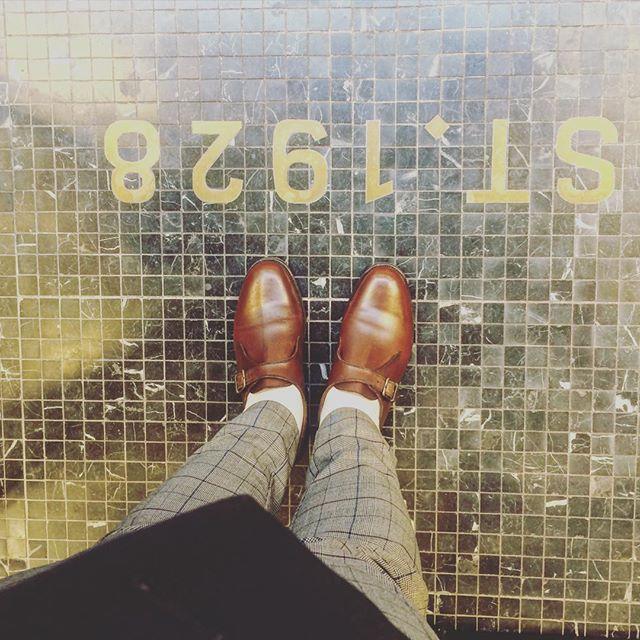 昨日から仲間入り︎履きはじめなので、痛いです。。いつか履き心地も履きこなしも、しっくりくるまで修行です!HP: @shoecaregirls #jmweston #madeinfrance #shoecare#靴磨き#足元クラ部 #靴磨き女子部#バクバクコアラ#大人の修行