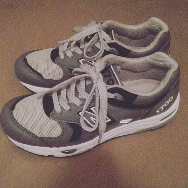 せんちゃんです︎先日、ついに初ニューバランスをゲットしました!歩きやすさが違います!!!#靴磨き女子部 #靴磨き女子部せんちゃん #NB1700 #newbalance #ニューバランスHP:@shoecaregirls