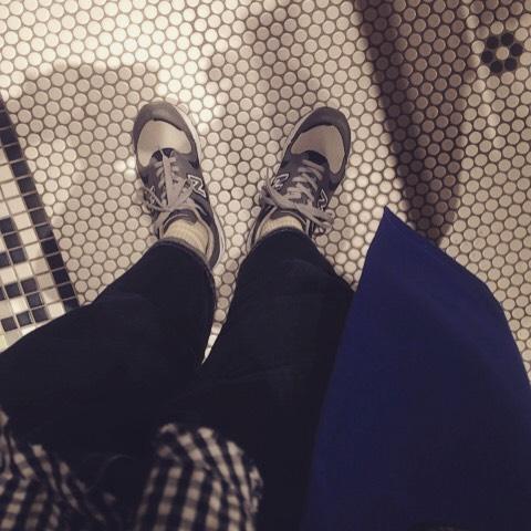 薄手のコートにギンガムチェックで春を意識してみましたが…!まだまだ肌寒かったです。みなさんもお花見などに行かれる際は寒さにお気をつけください HP:@shoecaregirls#靴磨き女子部 #靴磨き女子部せんちゃん #NB1700 #Newbarance #ニューバランス #orcival #お花見コーデ #ギンガムチェック #beamsboy #床のタイルがかわいかったです