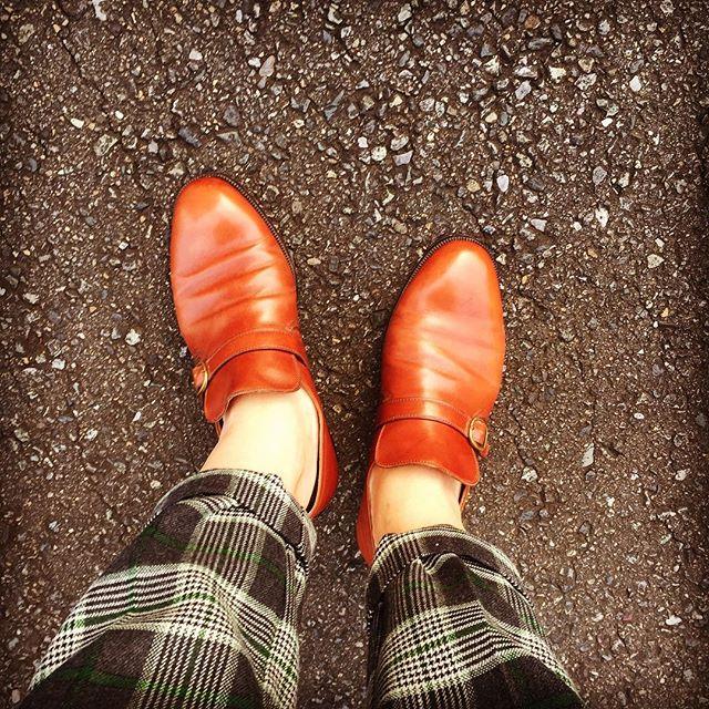 靴磨き女子部インスタ初登場!くのいちと申します☆雨上がりの午後、気温も暖かくなってきましたね。こんな日はお気に入りのタニノクリスチーと共に♪HP: @shoecaregirls #靴磨き女子部 #shoecaregirls #くのいち #taninocrisci #タニノクリスチー #足元倶楽部 #靴 #shoes #spring #革靴 #靴磨き #shoecare