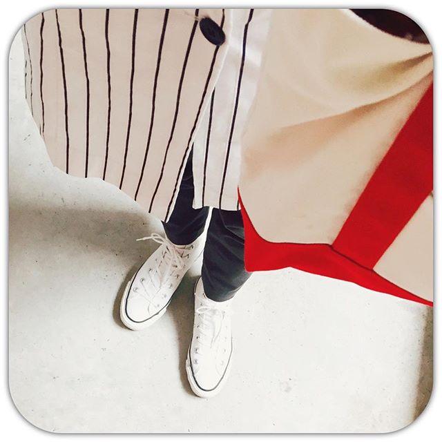 休日、晴れると嬉しいですね。ちょっと布の街へお出かけしました︎#キャンバストート は #ハンドメイドHP:@shoecaregirls #靴磨き女子部#靴磨き女子部ピンクレンジャー#本日の足元チラ#コンバース#コンバースハイカット#カプリシュレマージュ#ユニクロ#アンクルパンツ#キャンバストート#UNIQLO#sneakers#convers#capricieuxlemage