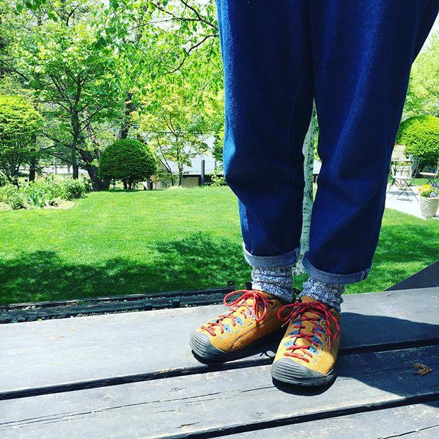 .八ヶ岳の方までキャンプをしに来ました。靴ひもを付け替えて自分好みの靴に変身。#キャンプ#アウトドア#靴磨き女子部#靴磨き女子部こびと#keen#jasper#スエード#足元くら部