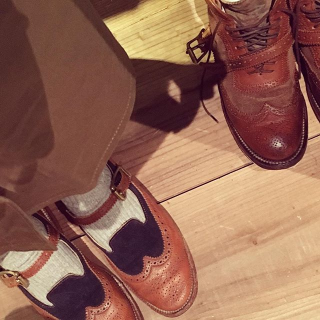 .本日も『場と間』展示会に参加しております。やはり女性は意外と靴磨きへの関心が高い気がします。こびとも沢山磨きます!#こびと#靴磨き女子部#足もと倶楽部#足もとクラ部#yuketen#ユケテン#場と間#シューケア