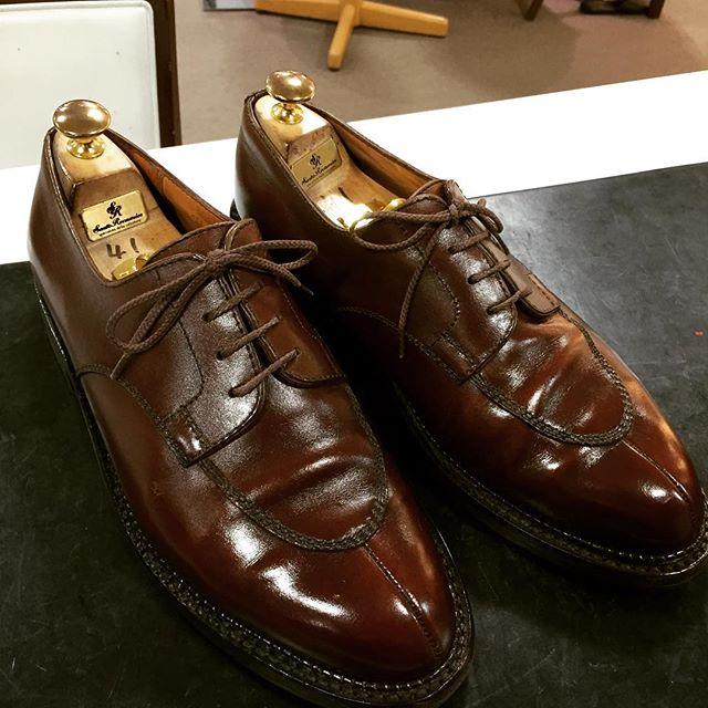 濡れたように輝く。美しいカーフさすがのJM.WESTON#jmweston #shoes #shoeshine #kicks #fashion #french #靴磨き女子部 #靴磨き #englishguild #shoecaregirls #shoecare #エスプリ軍曹登場 #サルトレカミエ#noshoesnolife