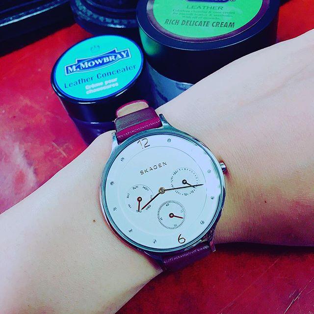 お気に入りの時計は長持ちさせたい。。色が剥げたベルトだってケアすれば新品のように☻#mmowbray #レザーコンシーラー#skagen #時計#靴磨き女子部#グリーンメン#care #革小物