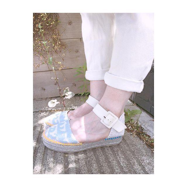 .夏しか履けない大事な1足。#shoecare#shoecaregirls#靴磨き女子部#tsumorichisato#ツモリチサト#サンダル#こびと#足もと倶楽部#波柄サンダル#夏靴