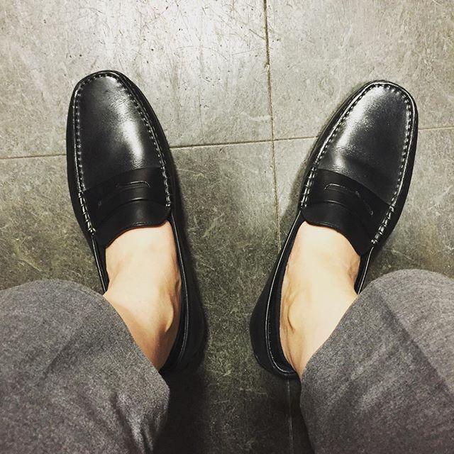 夏に向けてドライビングシューズデビュー!#shoes #jmweston #black #driving #shoeshine #shoecaregirls #summer #足元くら部 #エスプリ軍曹登場 #久々です #靴下は履いてますよ #素足は反対派 #個人的見解です #