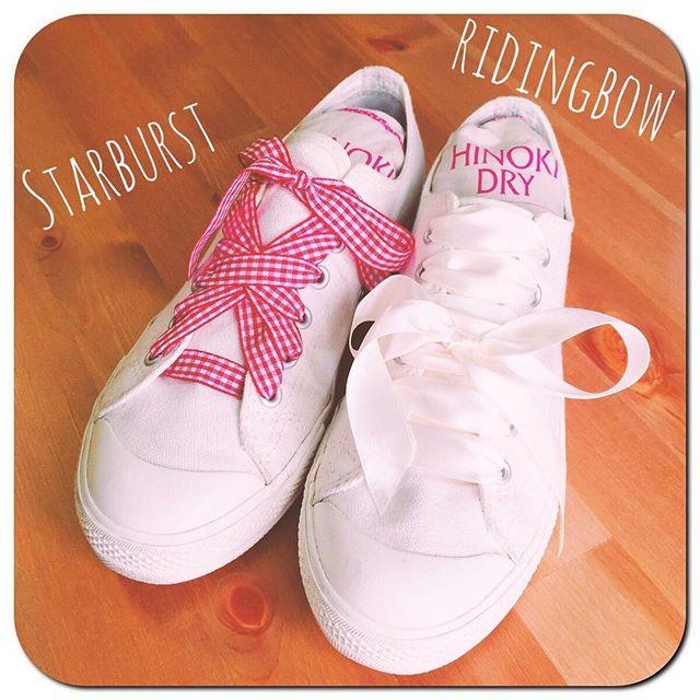 梅雨明けしました︎#ホワイトスニーカー の季節!! HP:@shoecaregirls #靴ひもチェンジ#シューレースアレンジ#sneakers#無印良品#無印良品のスニーかー#靴ひもで遊んでみた#サテンリボン と#チェックリボン 結び方は#starburst と#ridingbow#真ん中結び でした☆#待ちに待った#梅雨明け#夏は白#靴ひもであそぼ#靴磨き女子部#靴磨き女子部ピンクレンジャー