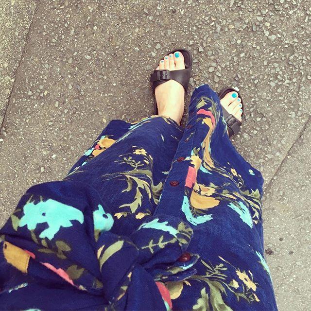 今日は海の日ということで…ちょっとリゾート感のあるスタイルにしてみました♩海には行けませんでしたが…みなさんはどのように過ごされましたか?? HP:@shoecaregirls#靴磨き女子部 #靴磨き女子部せんちゃん #ビルケン #birkenstock #randdmania #サンダル #海の日