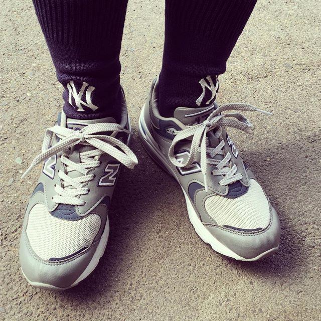 お気に入りの組み合わせです︎ HP:@shoecaregirls#靴磨き女子部 #靴磨き女子部せんちゃん #newbalance #ニューバランス1700 #beamsboy #rostersox #mowbraymania #newyorkyankees