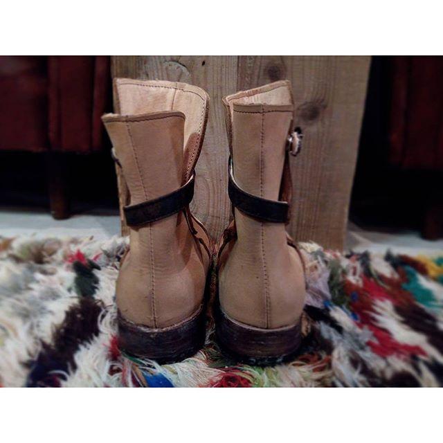 後ろ姿も見てください(笑)#靴磨き女子部 #shoecaregirls #劇団ぴよこ#こうべくつ家#靴作り教室#1作目#handmadeshoes #leather#shoes#boots#jodphurboots