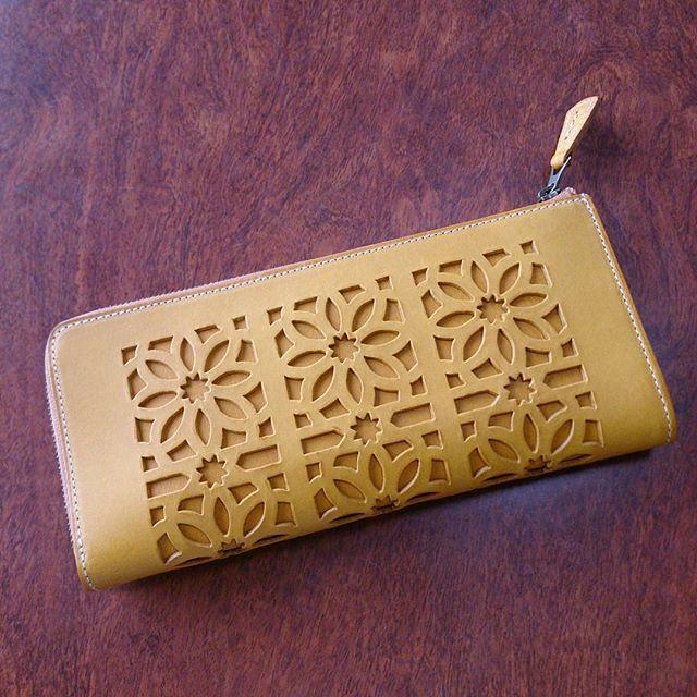 前から欲しかったgentenの財布。気分はウキウキです使い込むことによってツヤや色味が変わってくるそう。愛着がますますわいてきそうです!これから大切に使いたいと思います。 #shoecaregirls #靴磨き女子部 #ハスキー犬 #ハスキーケン #革 #財布 #革小物 #genten #イエロー #牛革 #牛革財布